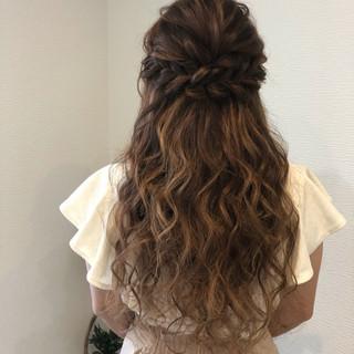 編み込み ヘアアレンジ ルーズ フェミニン ヘアスタイルや髪型の写真・画像