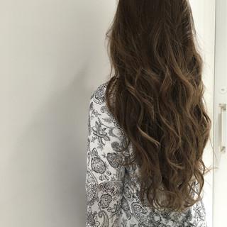 ロング ゆるふわ アッシュ グラデーションカラー ヘアスタイルや髪型の写真・画像