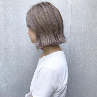 ミルクティー グレージュ ラベンダーアッシュ ガーリー ヘアスタイルや髪型の写真・画像