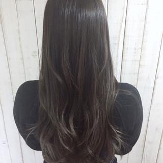暗髪 ブリーチ ナチュラル グレージュ ヘアスタイルや髪型の写真・画像