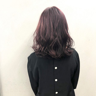 ナチュラル 波ウェーブ ピンクラベンダー 鎖骨ミディアム ヘアスタイルや髪型の写真・画像
