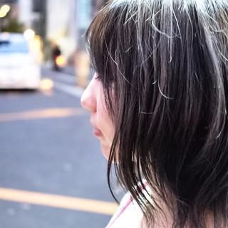ネイビー ウェットヘア アッシュグレージュ こなれ感 ヘアスタイルや髪型の写真・画像 ヘアスタイルや髪型の写真・画像