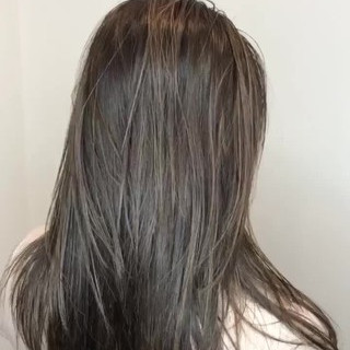 ロング ナチュラル ブリーチカラー ミルクティーベージュ ヘアスタイルや髪型の写真・画像