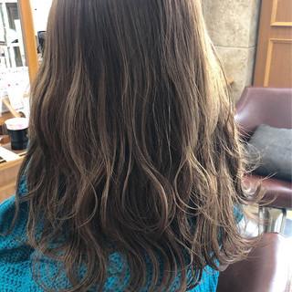 フェミニン ミディアム 透明感カラー イルミナカラー ヘアスタイルや髪型の写真・画像