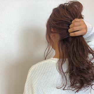 セミロング ピンクアッシュ ヘアアレンジ フェミニン ヘアスタイルや髪型の写真・画像