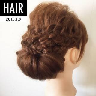 コンサバ 結婚式 シニヨン 編み込み ヘアスタイルや髪型の写真・画像