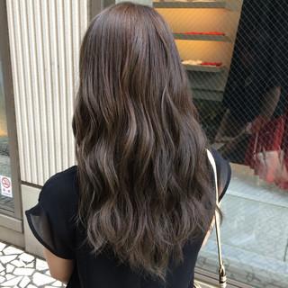 巻き髪 アッシュ 大人かわいい グレージュ ヘアスタイルや髪型の写真・画像