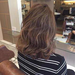 グラデーションカラー ミディアム ハイライト ストリート ヘアスタイルや髪型の写真・画像