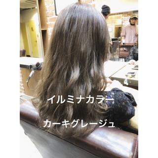 カーキアッシュ セミロング パーマ ナチュラル ヘアスタイルや髪型の写真・画像