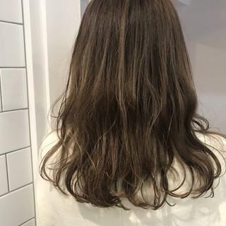 アッシュベージュ ベージュ ヌーディベージュ ストリート ヘアスタイルや髪型の写真・画像