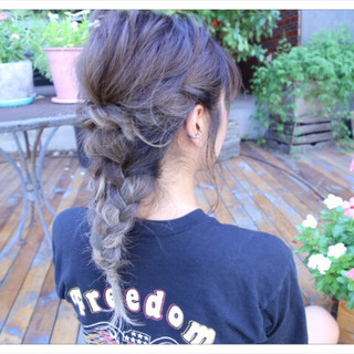 セミロング ねじり ヘアアレンジ 編み込み ヘアスタイルや髪型の写真・画像 ヘアスタイルや髪型の写真・画像