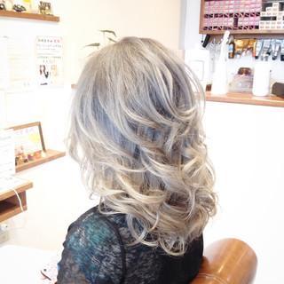 バレイヤージュ デート 外国人風カラー メッシュ ヘアスタイルや髪型の写真・画像