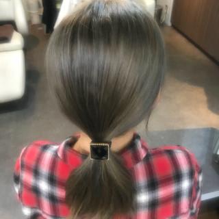 アッシュグレージュ ストリート グレージュ ミディアム ヘアスタイルや髪型の写真・画像