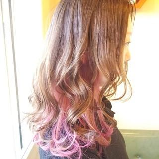 セミロング インナーカラー ゆる巻き ピンクラベンダー ヘアスタイルや髪型の写真・画像