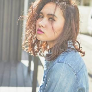 センターパート ストリート 暗髪 ストレート ヘアスタイルや髪型の写真・画像