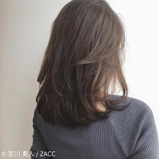 フェミニン コンサバ アッシュ ミルクティー ヘアスタイルや髪型の写真・画像