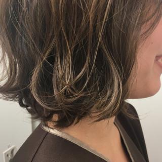ウェーブ アンニュイ ハイライト ストリート ヘアスタイルや髪型の写真・画像
