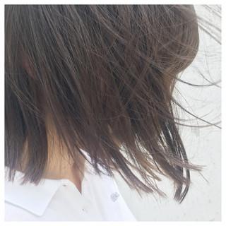 グレージュ ボブ 切りっぱなし リラックス ヘアスタイルや髪型の写真・画像