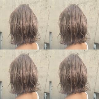 ミルクティー ハイトーン ミルクティーグレージュ フェミニン ヘアスタイルや髪型の写真・画像
