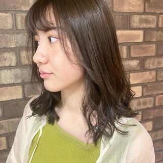 ミディアム シースルーバング ナチュラル イルミナカラー ヘアスタイルや髪型の写真・画像