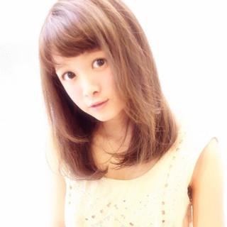 セミロング 外国人風 ストレート 大人かわいい ヘアスタイルや髪型の写真・画像 ヘアスタイルや髪型の写真・画像