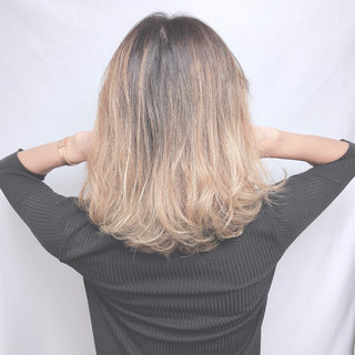 グレージュ ミニボブ ミディアム フェミニン ヘアスタイルや髪型の写真・画像