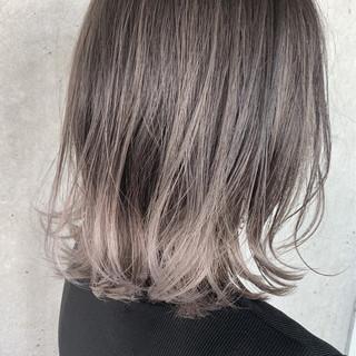 切りっぱなしボブ ブリーチ必須 バレイヤージュ グレージュ ヘアスタイルや髪型の写真・画像