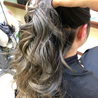 バレイヤージュ セミロング ストリート ヘアアレンジ ヘアスタイルや髪型の写真・画像