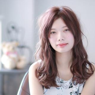 ピンク ピンクアッシュ フェミニン 外国人風 ヘアスタイルや髪型の写真・画像