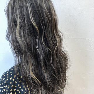 ハイライト ミディアム ナチュラル ホワイト ヘアスタイルや髪型の写真・画像