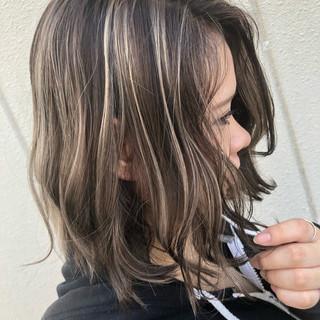 グラデーションカラー バレイヤージュ ミディアム ハイライト ヘアスタイルや髪型の写真・画像