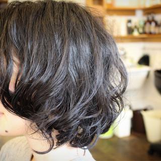 パーマ くせ毛風 外国人風 大人かわいい ヘアスタイルや髪型の写真・画像