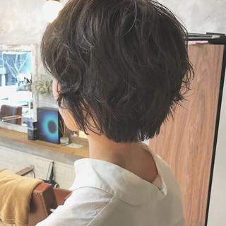 ショート ナチュラル デート パーマ ヘアスタイルや髪型の写真・画像