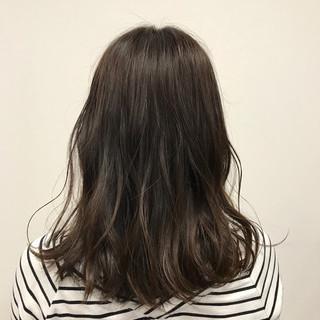 パーマ ハイライト フェミニン デート ヘアスタイルや髪型の写真・画像