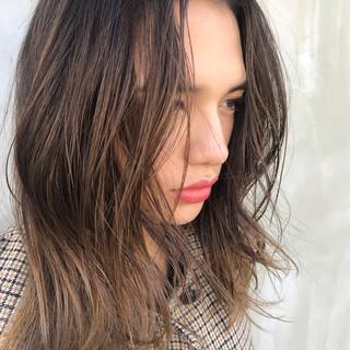 透明感 グラデーションカラー アンニュイほつれヘア ナチュラル ヘアスタイルや髪型の写真・画像