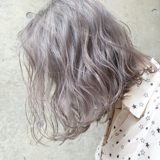 グレージュ シルバーアッシュ ラベンダーアッシュ 外国人風カラー ヘアスタイルや髪型の写真・画像