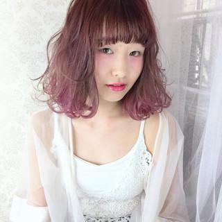 ゆるふわ ハイトーン ボブ ピンク ヘアスタイルや髪型の写真・画像
