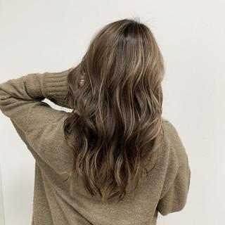 グレージュ 大人ハイライト ハイライト ヘアカラー ヘアスタイルや髪型の写真・画像
