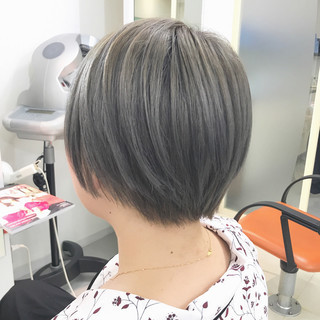 グレー ショート ストリート アッシュグレー ヘアスタイルや髪型の写真・画像 ヘアスタイルや髪型の写真・画像