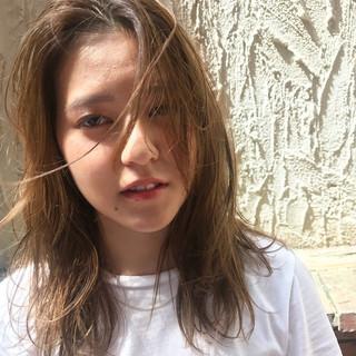 イルミナカラー アンニュイ リラックス ハイライト ヘアスタイルや髪型の写真・画像