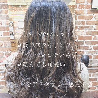 デジタルパーマ ナチュラル ロング 外国人風 ヘアスタイルや髪型の写真・画像