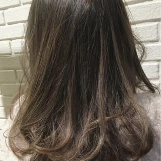 ブリーチ ダブルカラー ハイライト シルバーアッシュ ヘアスタイルや髪型の写真・画像