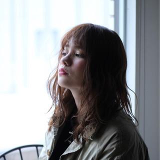 ミディアム ミルクティー アッシュ パーマ ヘアスタイルや髪型の写真・画像