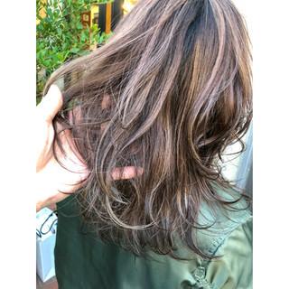 ナチュラル 3Dハイライト ベージュ コントラストハイライト ヘアスタイルや髪型の写真・画像 ヘアスタイルや髪型の写真・画像