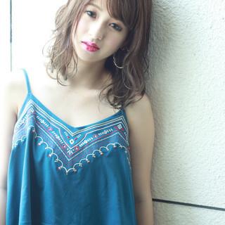ミディアム グレージュ 外国人風カラー ゆるふわ ヘアスタイルや髪型の写真・画像