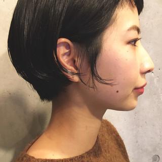 ショート ナチュラル 耳かけ 黒髪 ヘアスタイルや髪型の写真・画像