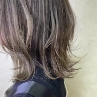アッシュグレージュ エレガント 極細ハイライト 切りっぱなしボブ ヘアスタイルや髪型の写真・画像