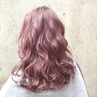 外国人風カラー セミロング ピンク ベージュ ヘアスタイルや髪型の写真・画像