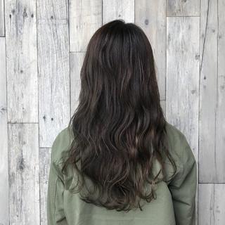 セミロング グレージュ アッシュグレージュ デート ヘアスタイルや髪型の写真・画像