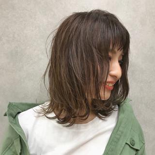 抜け感 前髪あり デート 波ウェーブ ヘアスタイルや髪型の写真・画像